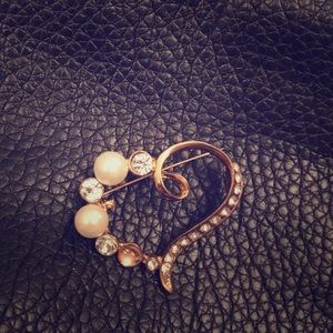 Jewelry - Vintage Brooche